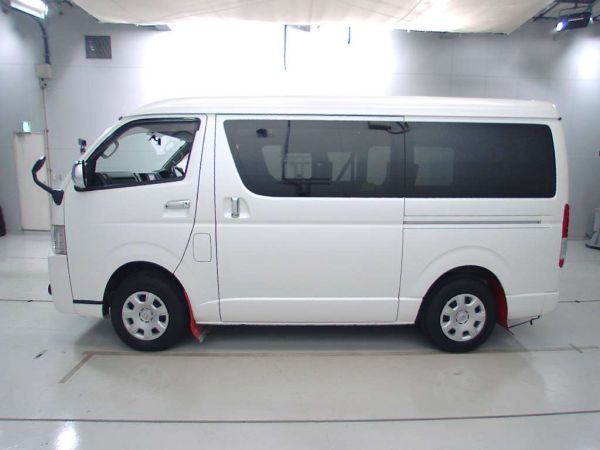 Reconditioned Toyota Hiace 2014 full